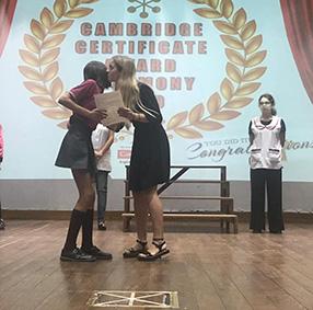 Entrega de certificados de la Universidad de Cambridge